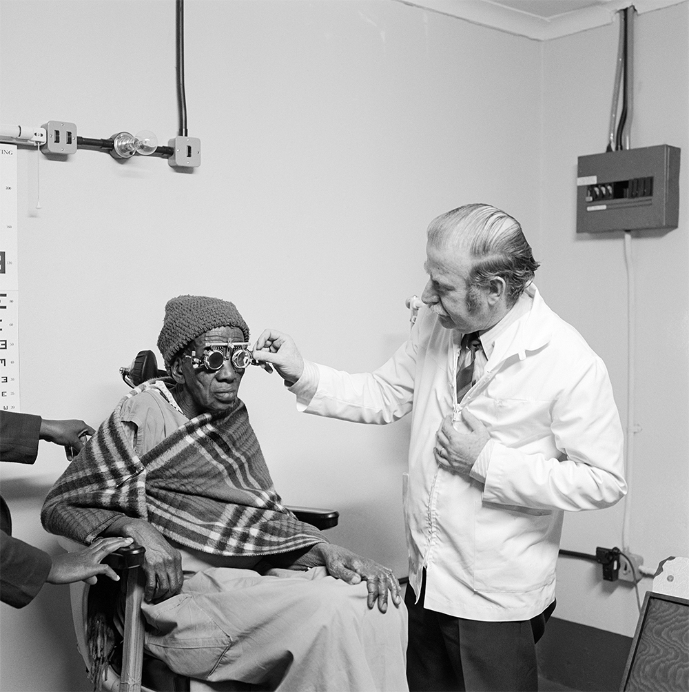 Eyesight testing at the Vosloosrus Eye Clinic of the Boksburg Lions Club. 1980 silver gelatin photograph on fibre-based paper. Image courtesy Goodman Gallery, Johannesburg and Cape Town © The David Goldblatt Legacy Trust