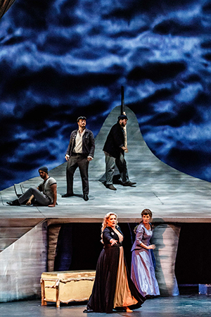 Melbourne Operas Tristan Isolde Isolde Lee Abrahmsen Sarah Sweeting and chorus