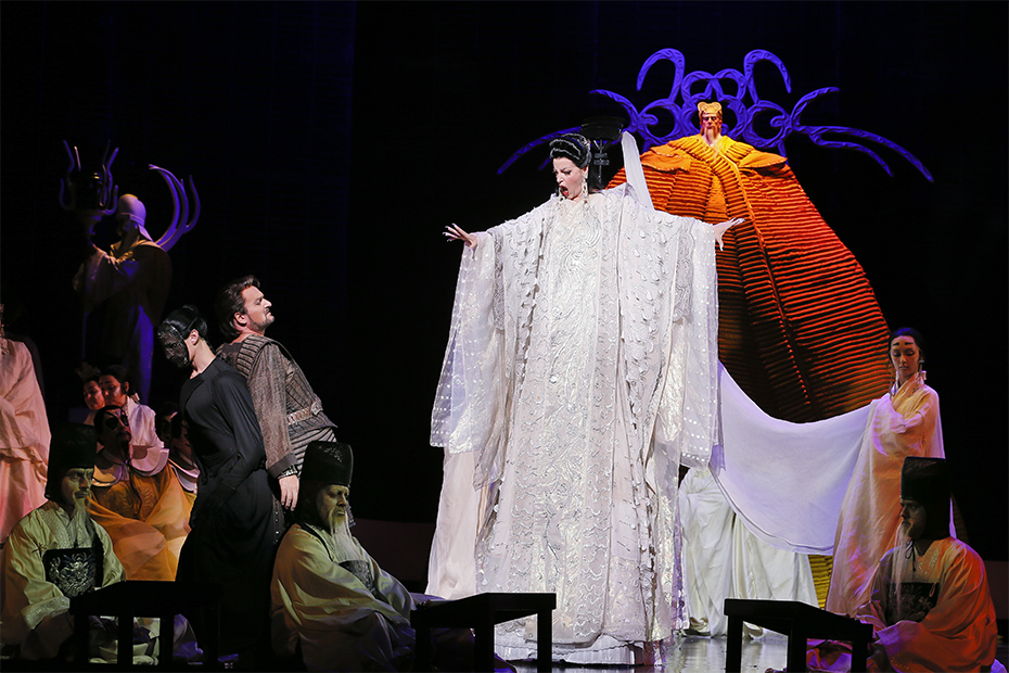 Walter Fraccaro as Calàf, Lise Lindstrom as Turandot, and Graeme Macfarlane as Emperor Turandot (photograph by Jeff Busby)