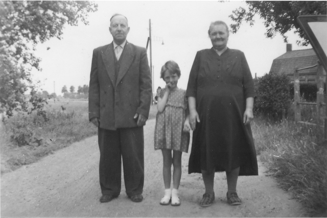Elisabeth Holdsworth with Opa and Oma in Greode