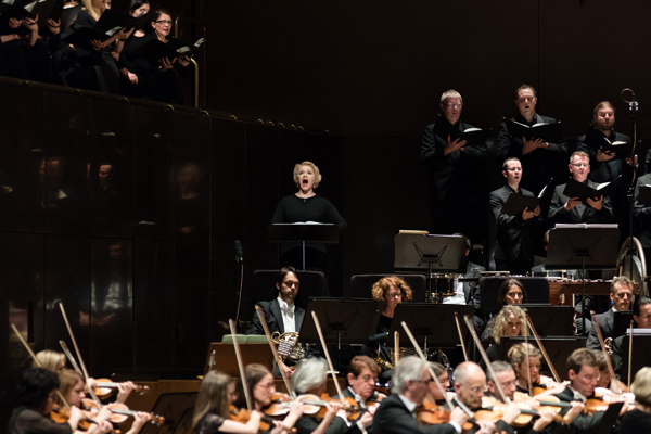 Tatiana Pavlovskaya and the Melbourne Symphony Orchestra (photograph by Daniel Aulsebrook