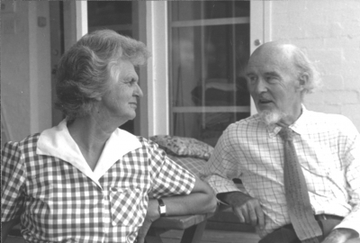 Dymphna and Manning Clark, 1984 (Photo by Alec Bolton, NLA)