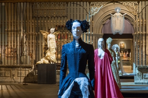 Heavenly Bodies: Fashion and the Catholic Imagination (The Metropolitan Museum of Art)