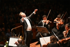 Australian World Orchestra – Conducted by Alexander Briger